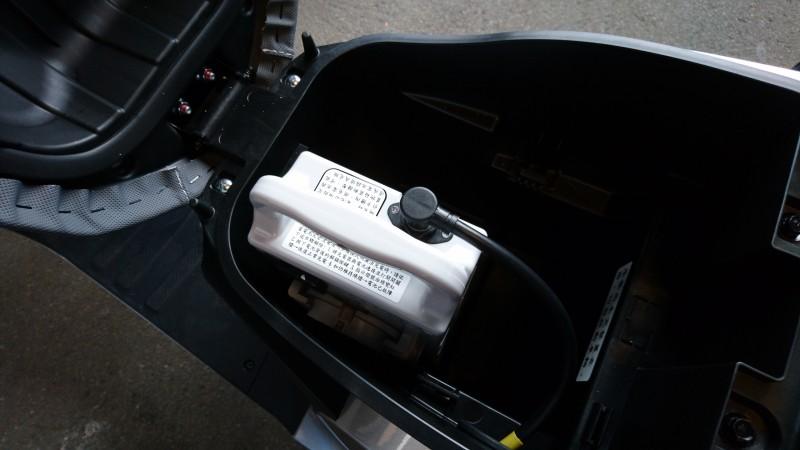 一顆電池就有40公里續航力,坐墊下可同時置入兩顆電池,續航力加倍