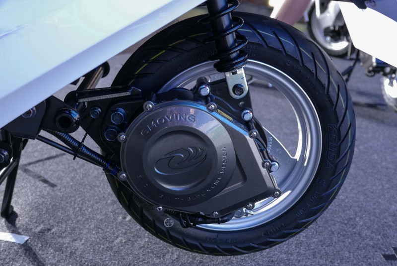 800W加力變頻輪外馬達的Emoving Shine可輕鬆加速至25km/h