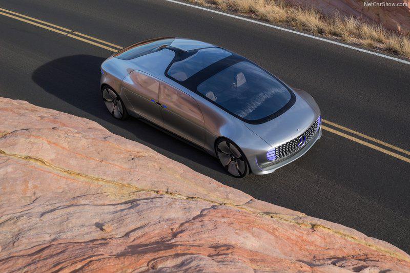 若純就電動車與自動駕駛部分來看,許多老牌車廠都有不輸Tesla的研發技術與能量(圖為Mercedes-Benz F015概念車)。