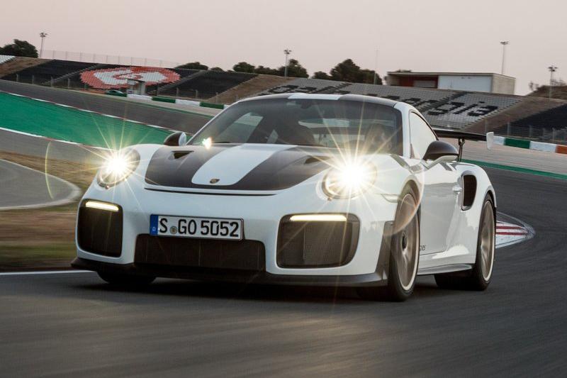 如911 GT2 RS這般低重心高輸出純種跑車,因著物理定律在紐北測時依舊吃香。