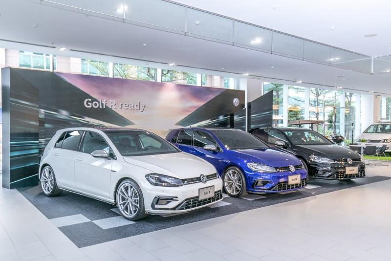 台灣福斯汽車於日前假全台七處授權展示中心,與全台近百名新款Golf R車主一同共享榮耀時刻。
