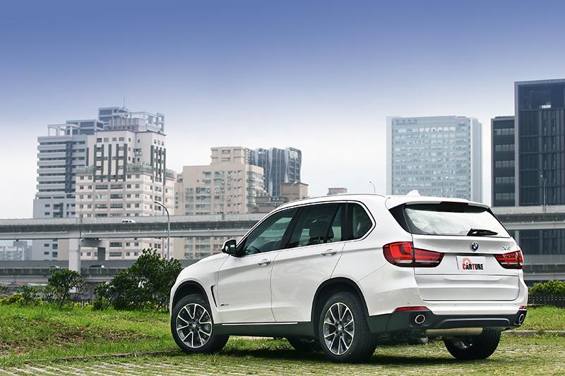 想要與別人分享「五子登科」的喜悅嗎?買一輛BMW X5開準沒錯!