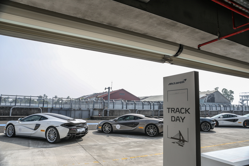 一日行程規劃的McLaren Day,採取上午兩台、下午兩台的試駕體驗規劃。