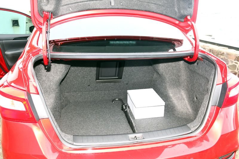 行李廂容積達510L,但後座椅背並無法向前翻倒。