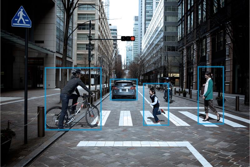 Subaru「Eyesight智能駕駛安全輔助系統」配置全彩雙攝像鏡頭,透過運算識別系統,偵測顏色、距離、移動或靜止物體,清楚辨別行人、腳踏車、車輛等障礙物,提供駕駛者更縝密的安全防護。
