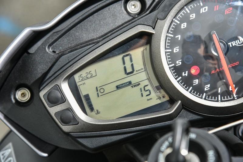 Speed Triple R不但有ABS,動力輸出與動態穩定系統還有5種模式可選