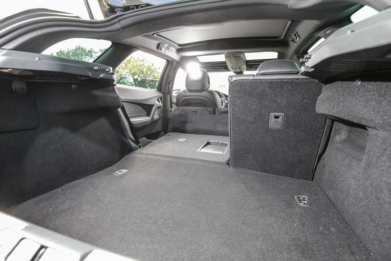 後廂容積可達465公升,並可利用後座椅的前傾打平擴充置物空間。