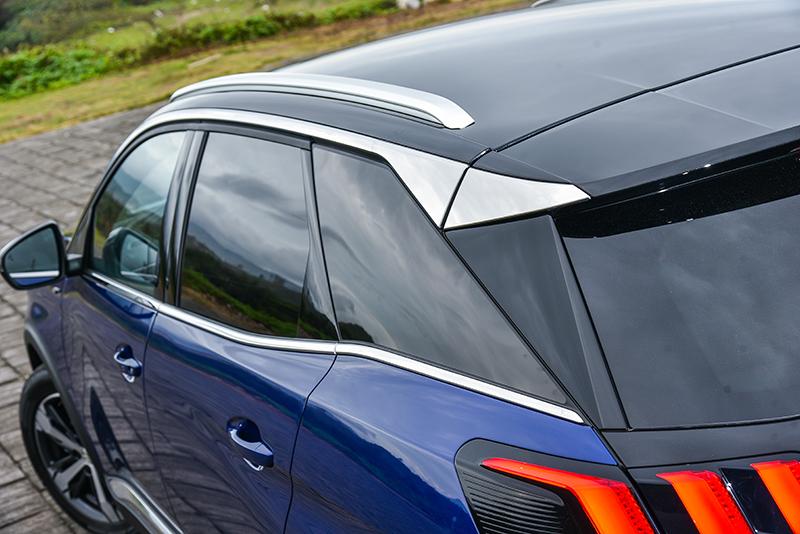車身後半部以富幾何拼湊聯想的C、D柱條,帶來濃烈時尚設計感。