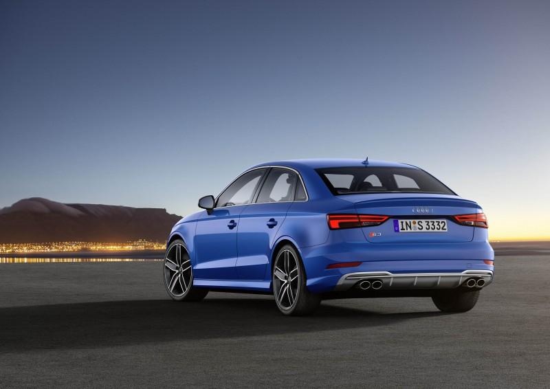 全新Audi S3,在前、後保險桿、側裙搭配S專屬的運動跑車化套件,前方保險桿左右氣壩進氣口採消光黑蜂巢狀格柵裝飾,並搭配鍍鉻飾條,而後保桿下方則採用鋁合金分流器,搭配四出式橢圓排氣尾管,其獨特排氣回壓設計不僅創造出熱血的排氣聲浪,更賦予這部運動跑房車更具視覺張力的剽悍外觀