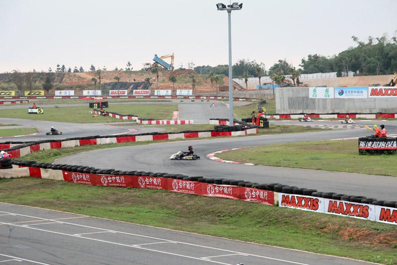 959號「林忠亮」因失誤而停在賽道中間,幸好未發生任何碰撞事件。