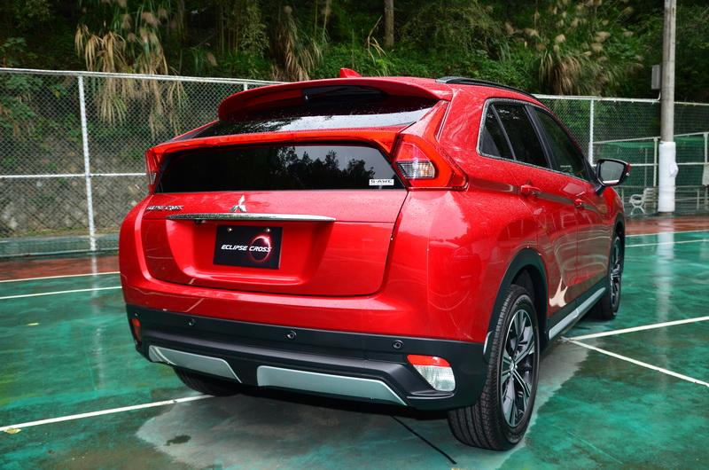高聳車尾造型同樣賦予其豐富的動感外觀!