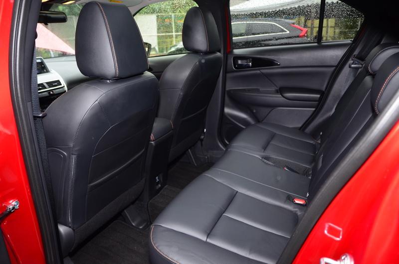 後座膝部空間還算寬裕,且座椅可變化種類多,實用性相當高!