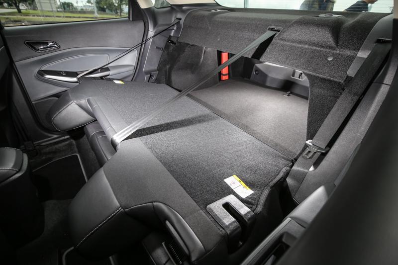 標準乘坐狀態中,後廂空間為467公升,還可透過後座椅背的傾倒加以擴充。