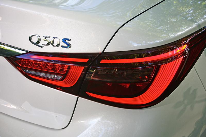 尾燈組內容在新年式Q50上也做出了變化。