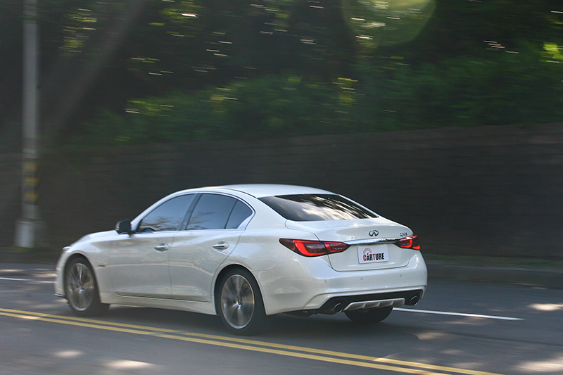 以一輛360hp的性能車來說,13.2km/L的平均油耗表現實在相當厲害。