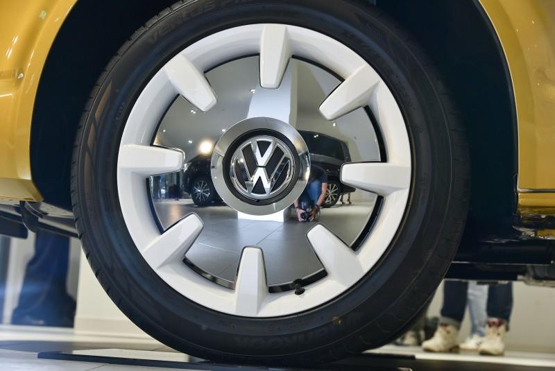 2018年世界新車大展中展示Multivan Bulli 70周年特仕車款,外觀以引擎蓋下緣為基礎,沿著車側折線利用黃白雙色將車體一分為二,並賦予黃白雙色、仿古造型的18吋經典Disc鋁合金輪圈
