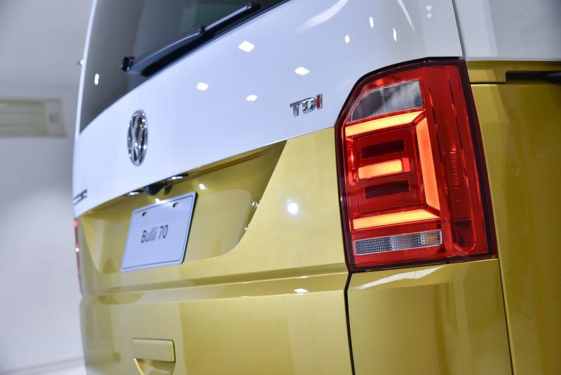 E字型LED尾燈呈現俐落的線條美感