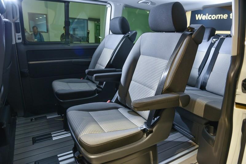 內裝搭配Visitamo織布格紋特式座椅以及乘客艙仿木質地板,向第一代T1致上最高敬意