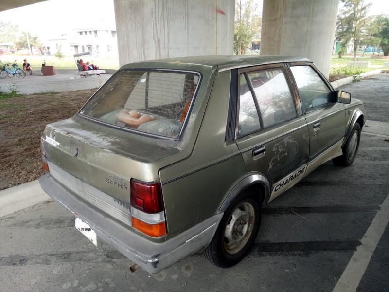 我家第一輛車是大發祥瑞(五門掀背),與圖中銀翼類房車造型大不相同。