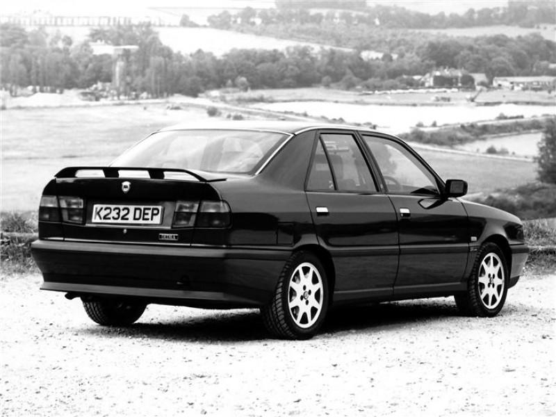 比Thema更小,Lancia Dedra「素結」的剛好