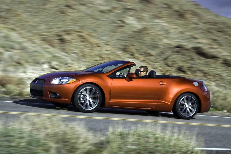 從第二代開始Eclipse也具備敞篷版本可選(圖中的敞篷款為第四代小改款車型)。