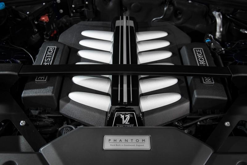 全新Phantom搭載6.75公升V12雙渦輪增壓引擎,具備563bhp/900Nm輸出表現。