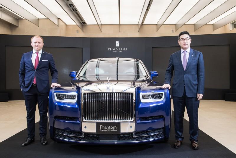 勞斯萊斯汽車台灣總代理盛惟股份有限公司蔡伯翰董事長 (右)與Rolls-Royce汽亞太區發言人Sven Grunwald (左)一同在台揭幕全新Phantom。