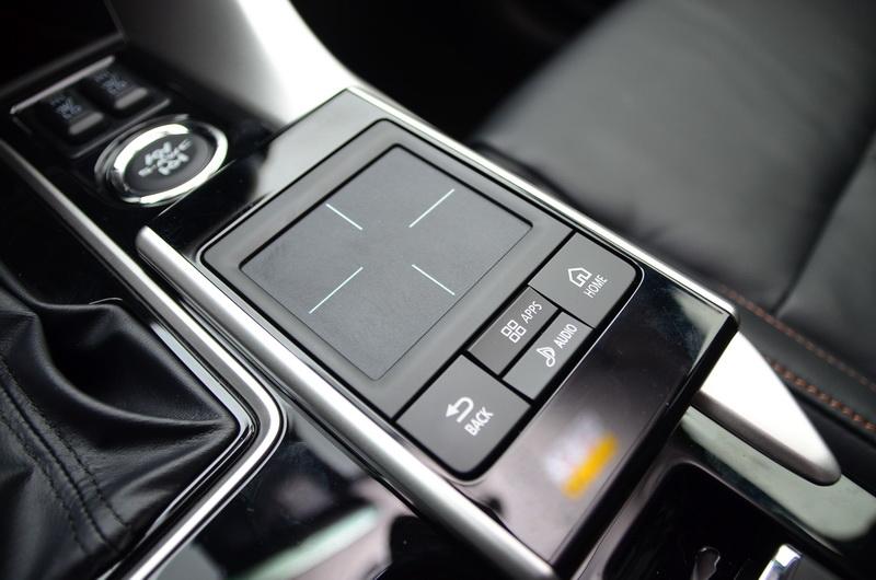 SDA觸控板可作為功能選單的控制器,實際操作相當靈敏易於上手