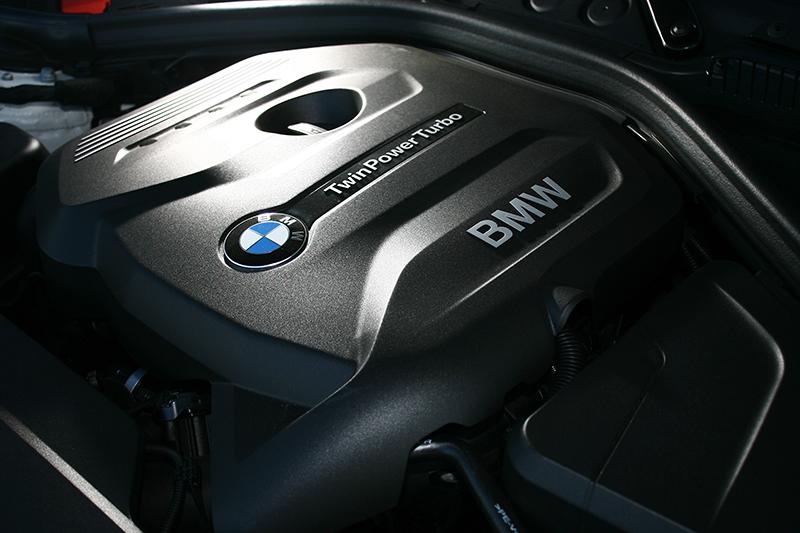2.0升的直列四缸引擎在渦輪增壓系統協助下,展現出遠遠超過224hp/31.6kg-m帳面數據的衝刺感。
