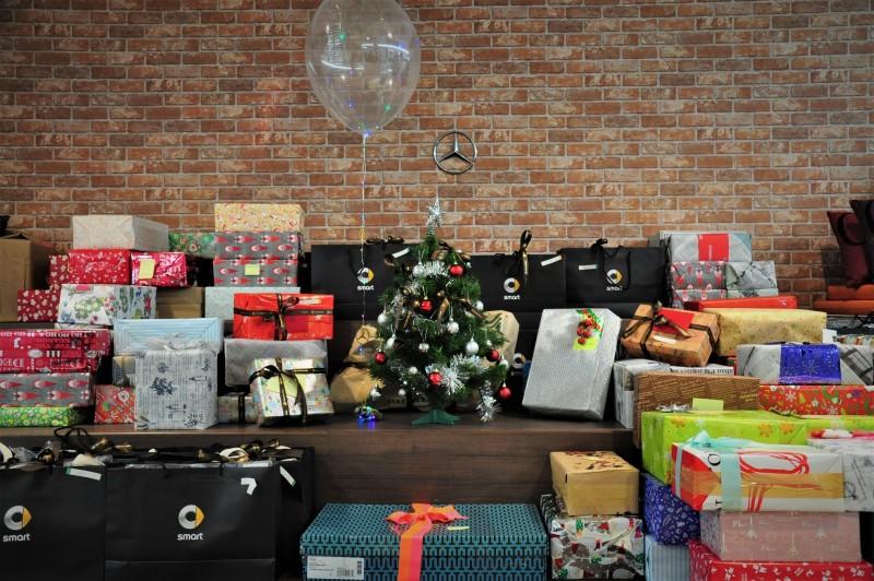 台灣賓士與台灣賓士資融集結全體員工及經銷商們,準備豐盛的星夢想禮盒,總共173份聖誕驚喜送往台灣勞倫斯體育公益計畫各陪讀班。