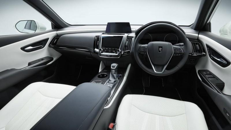 Crown Concept 依舊承襲旗艦規格的高質感內裝