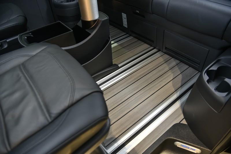 質感優異同時易於養護的類木質楓木紋地板設計,提供宛如居室般的溫潤舒適品味。