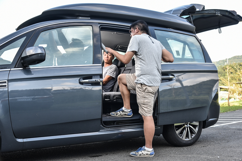 低底盤與低座椅高度,更有利於長輩上下車動作。