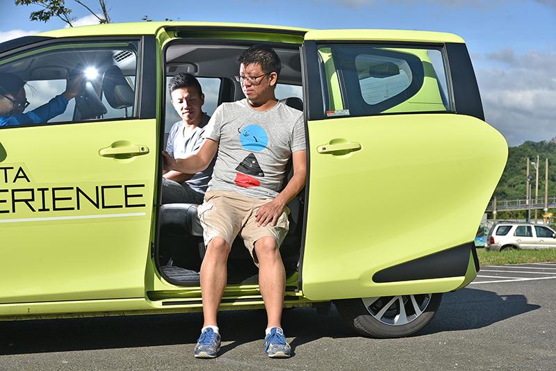 Sienta的第二排坐點離地高是四車中最低的,身材嬌小的長者也能輕鬆入內。