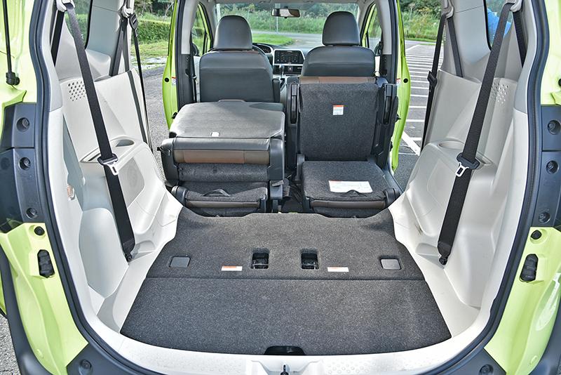 Sienta擁有四車之中最低的行李廂底板,放置重物最為省力輕鬆。