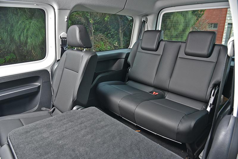 受惠於大空間,第三排乘客也能坐得相當自在。