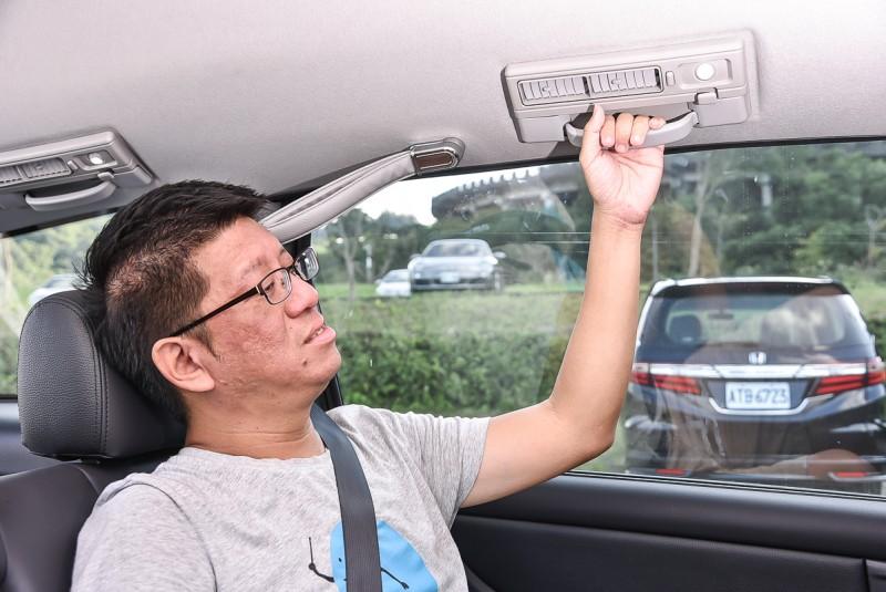 有握把或拉環能讓長者更安全平穩的上車