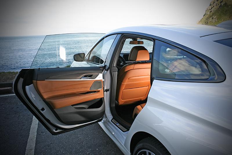 無窗框車門設計,向正統GT看齊。
