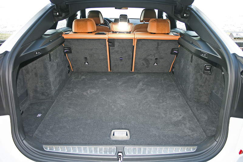 610升行李置放空間配上Fastback掀背尾門,簡直比貨車還好用。