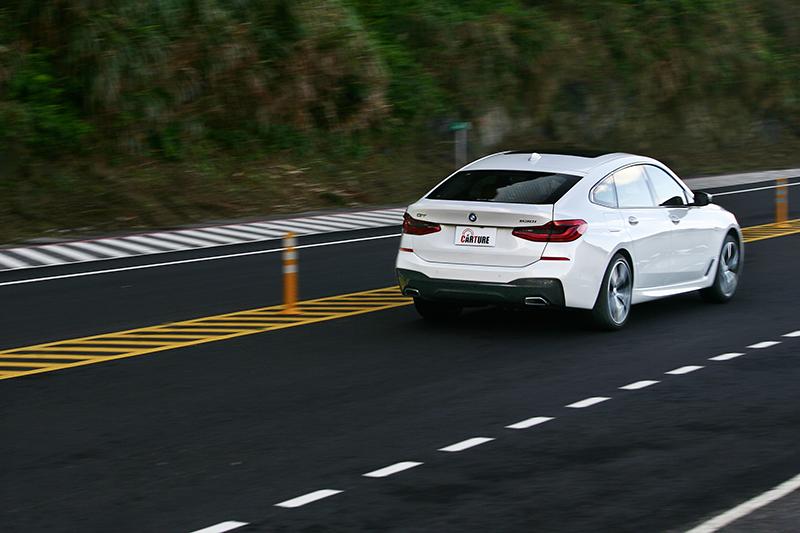 由於未配置M款懸吊,因此保有極為優異的行路舒適性。