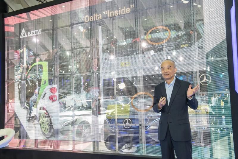 【Mercedes-Benz Future Talks未來論壇 - 交通進化論】由台達集團副總裁 蔡榮騰先生,以產業先驅者的角色和來賓分享電能應用將如何改變未來的交通模式。