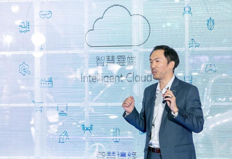 【Mercedes-Benz Future Talks未來論壇 - 智動駕馭新未來】由微軟大中華區總裁幕僚長暨台灣微軟行銷營運長趙質忠先生,為來賓講述AI人工智慧能夠為汽車產業帶來的重大變革。
