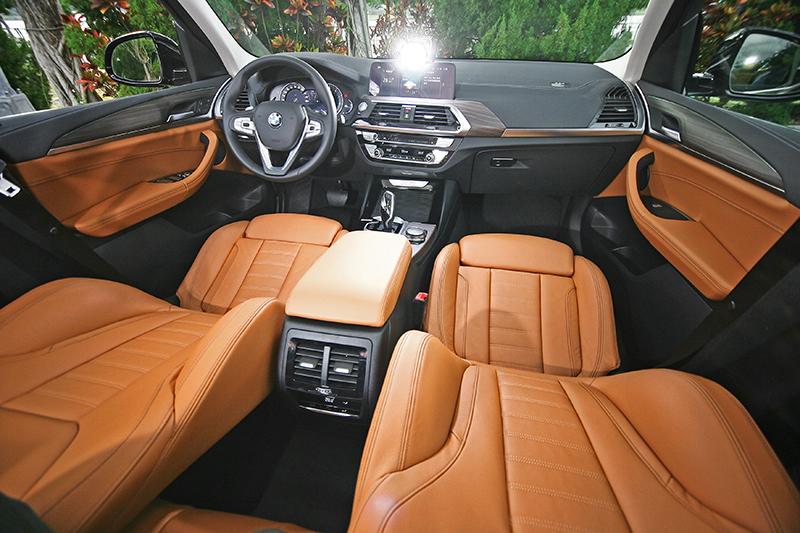 雙色鋪陳的座艙不只漂亮,而且十足寧靜。