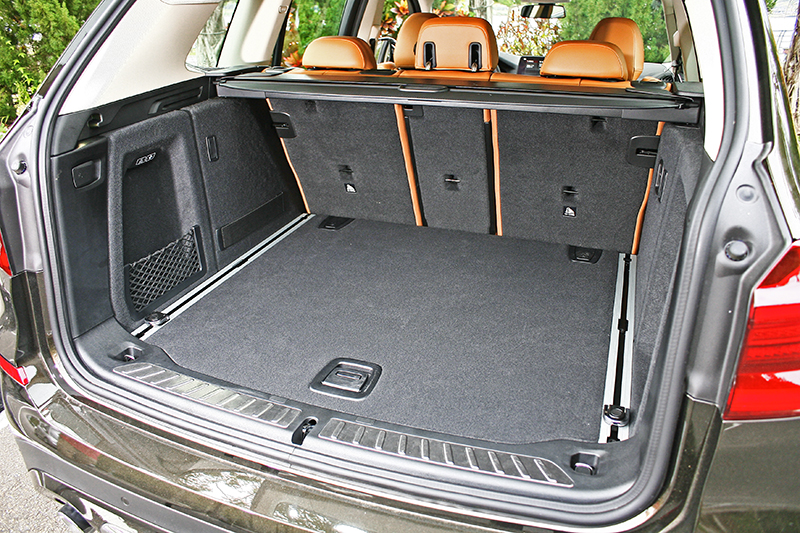 行李廂一般便有550升大容積,若將後座椅背放倒更可擴延至1600升之譜。