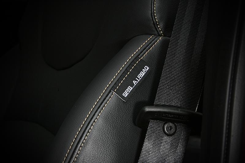 驗明正身,車側氣囊就安置在前座椅翼。