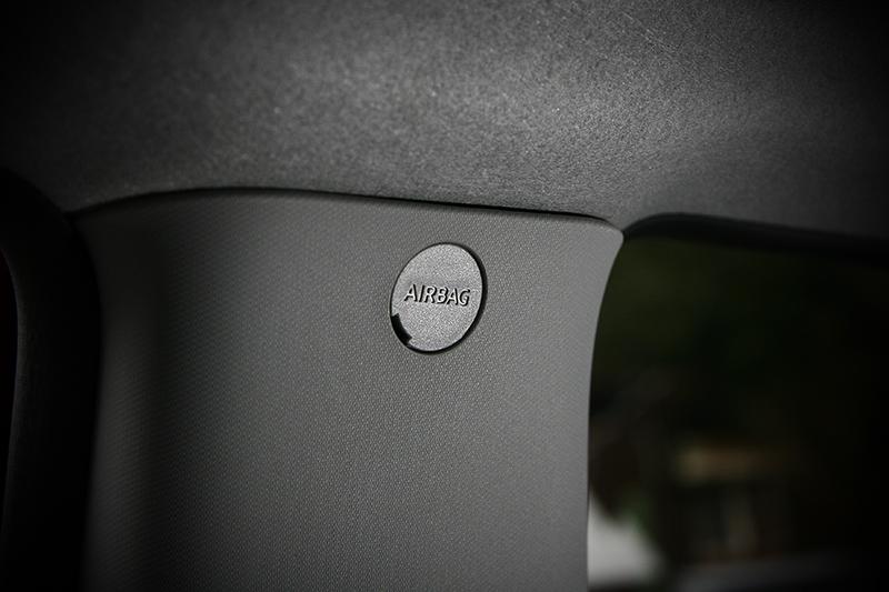 B柱門飾板上,標註了車側氣簾的位置