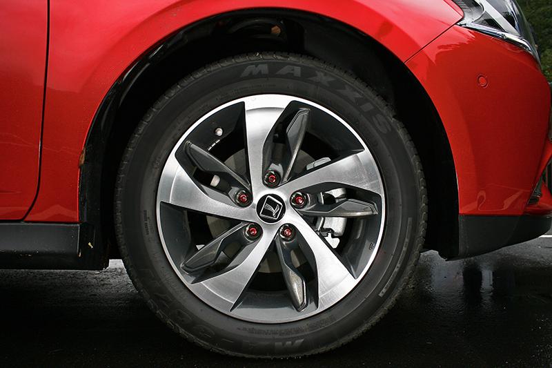 外觀設計乃至輪圈造型大致與先前一致。