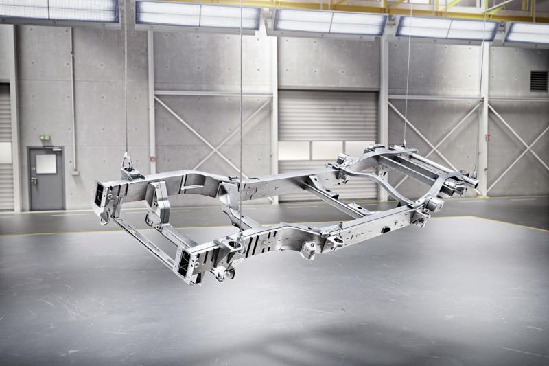 底盤結構設計方面,全新G-Class依舊採用分離式大樑設計。