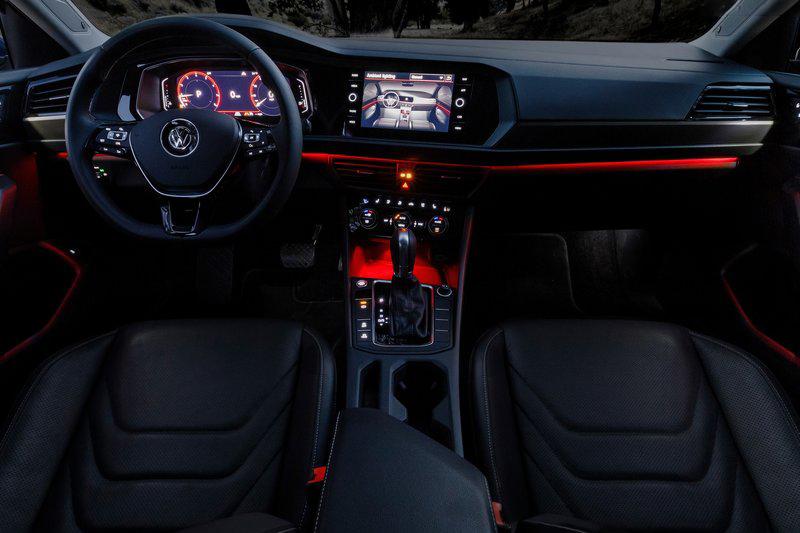 高達十種變化的氣氛燈,相信能夠吸引新世代消費族群的目光。