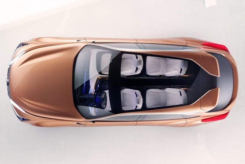 引擎蓋上刻痕、透明車頂還有分岔尾翼都是相當不設限又了不起的設計
